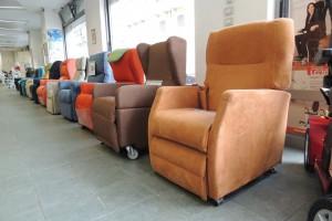 Esposizione-poltrone-relax-anziani-disabili-nella-rinnovata-e-ampliata-sede-di-Corso-Vercelli-a-Torino