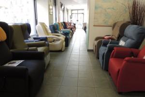 Esposizione-poltrone-relax-nella-rinnovata-e-ampliata-sede-di-Corso-Vercelli-a-Torino