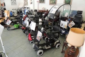 Esposizione-scooter-elettrici-per-anziani-e-disabili-nella-rinnovata-e-ampliata-sede-di-Corso-Vercelli-a-Torino-02