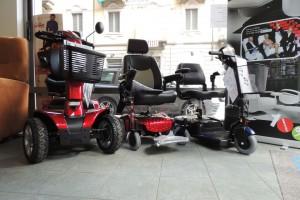 Esposizione-scooter-elettrici-per-anziani-e-disabili-nella-rinnovata-e-ampliata-sede-di-Corso-Vercelli-a-Torino