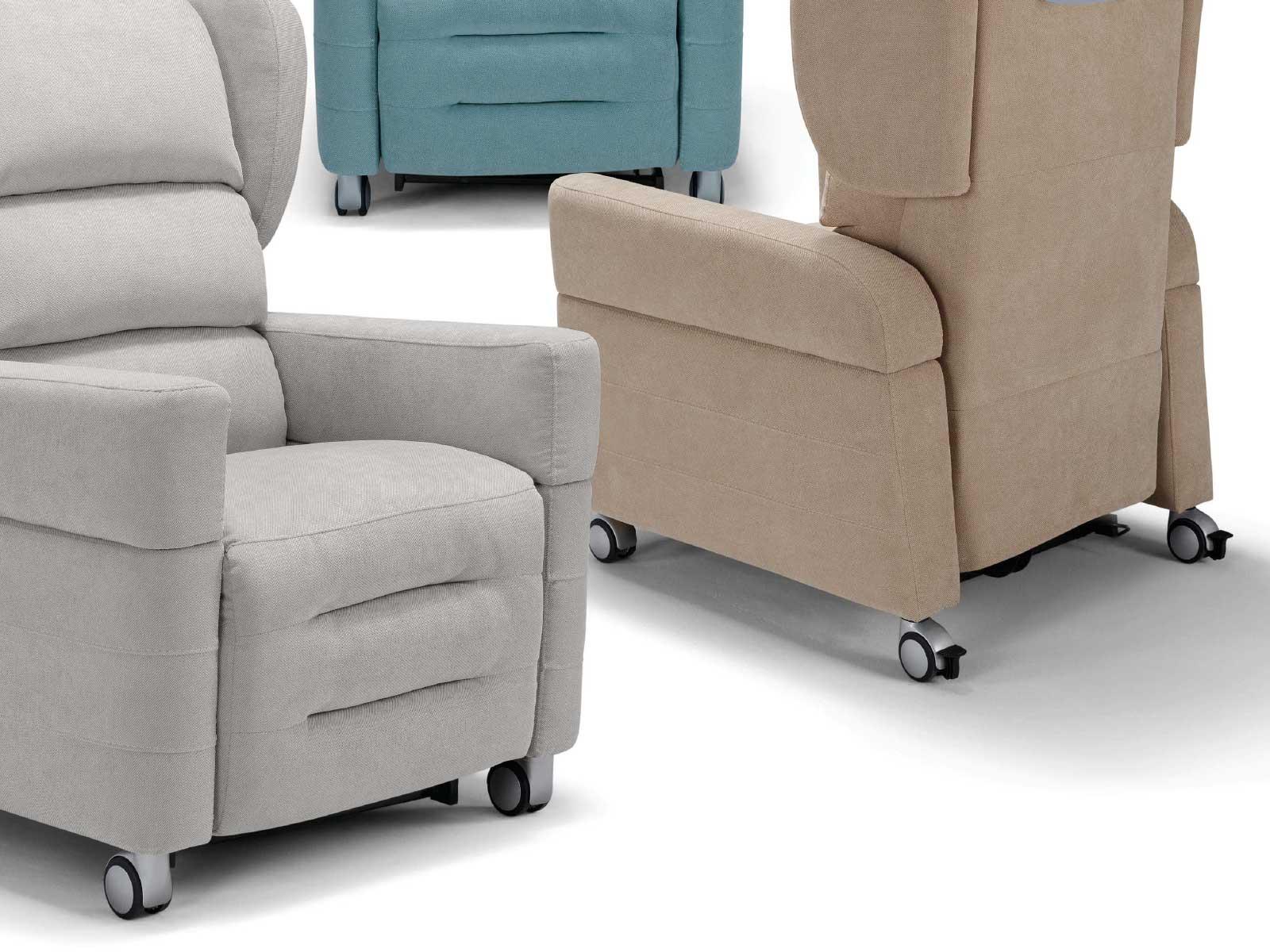 Poltrona Con Ruote.Poltrona Per Disabili Con Ruote Elevabile A 4 Motori