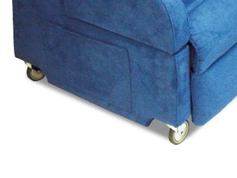 Dettaglio ruote poltrona reclinabile per disabili