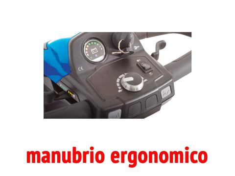 Il comodo manubrio ergonomico dello scooter per anziani disabili Libero LX