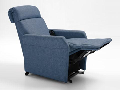 poltrona anziani alzapersona in posizione relax tv