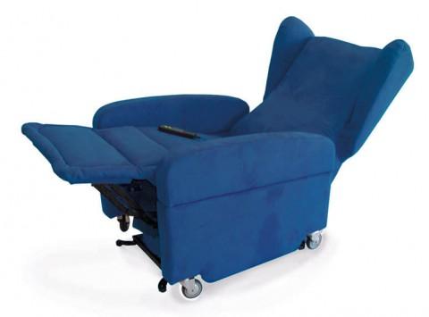 poltrona con ruote elevabile per disabili gilda con rivestimento blu