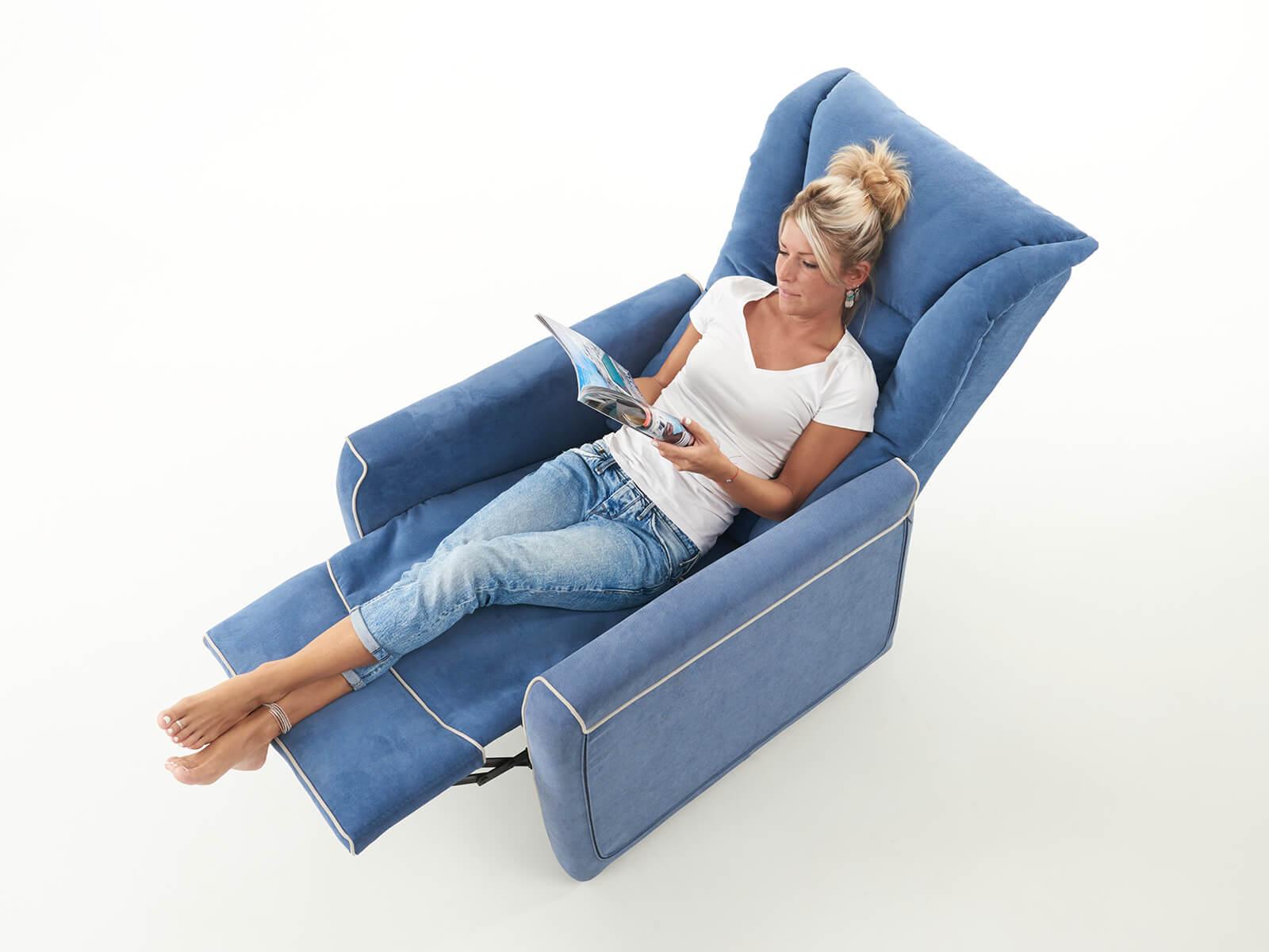 poltrona con tavolino reclinabile