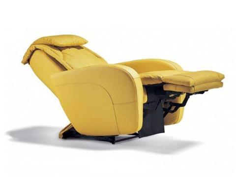 poltrona relax massaggiante ibiza con alzapiedi esteso e schienale reclinato