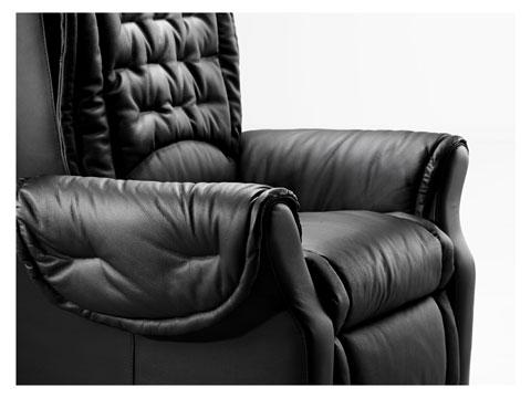 Vista laterale della seduta della poltrona massaggiante shiatsu simona