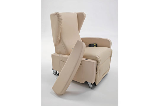 poltrona con ruote per disabili gilda con bracciolo smontato