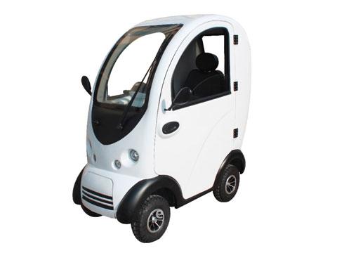 scooter cabinato per anziani e disabili in vista frontale