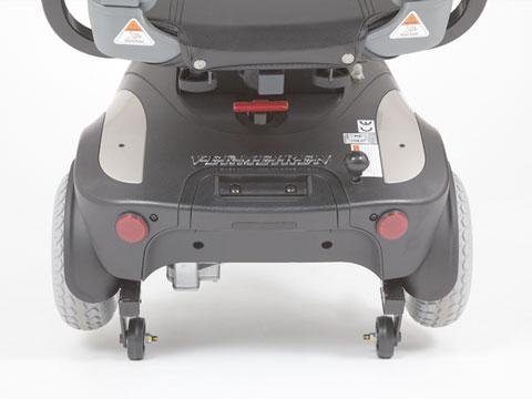 dettaglio posteriore delle ruotine di bloccaggio dello scooter GIOIA