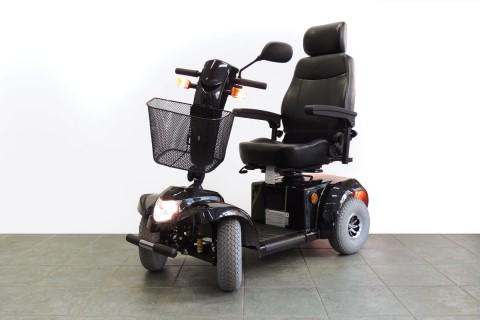 scooter elettrico per anziani luci accese