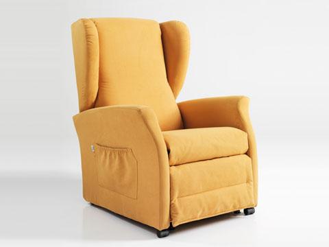 poltrona relax con rotelle per anziani