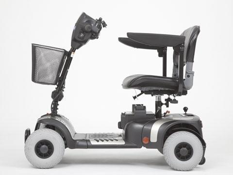vista laterale scooter elettrico anziani disabili uso cittadino GIOIA